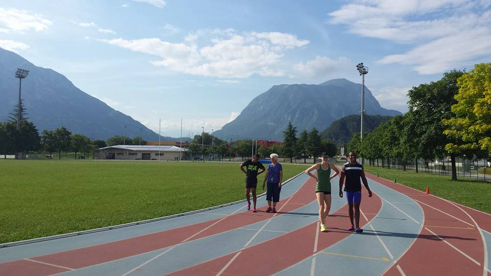 Akani Simbine, Justine Palframan and Gideon Trotter at the track in Italy